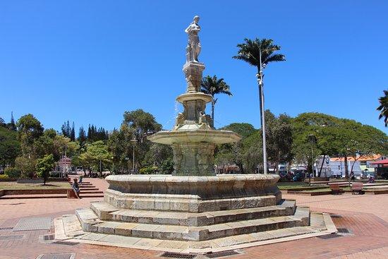 Place des Cocotiers  fontaine Céleste ,celestial fountain
