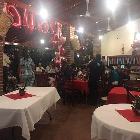 Jaluco, Mexico: Festejando el día de los enamorados, gran ambiente, musica y deliciosa cena. La decoración estuvo muy bien.