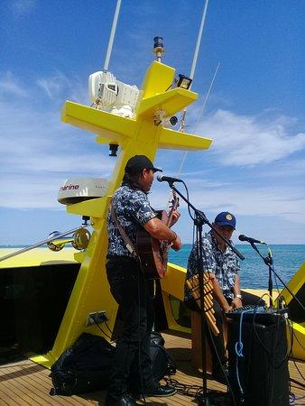 Overseas Ferry One Way Ticket - Premium Plus Class: Excelente ambiente Musical