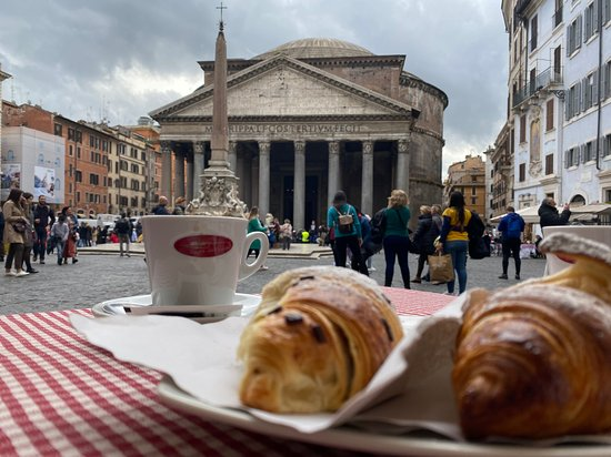Pantheon plus coffee and croissant equals hhmmmmm.