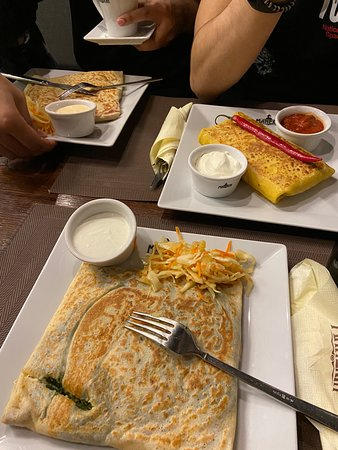 I had the crepe with Mozarella, dried tomatos, spinac and garlic sauce. It was very delicious and the portion was so big.