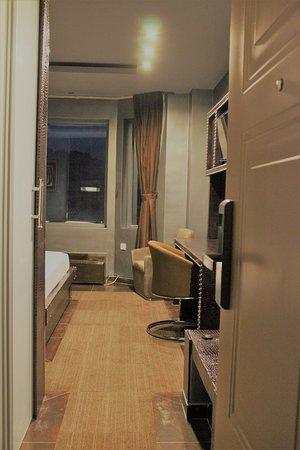 Entrance - Standard Mountain View Room - Electronic key-card and modern decorative steel doors for additional guest's safety