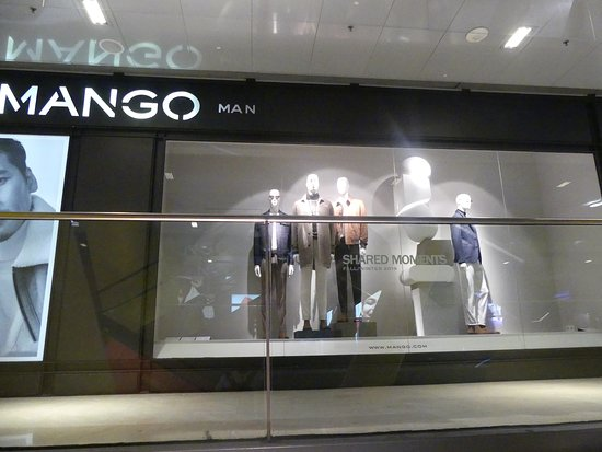 Shops inside Las Arenas 2