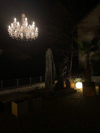 Terrasse an Fluss und Park. Lounge mit unvergleichlicher Aufenthaltsqualität.