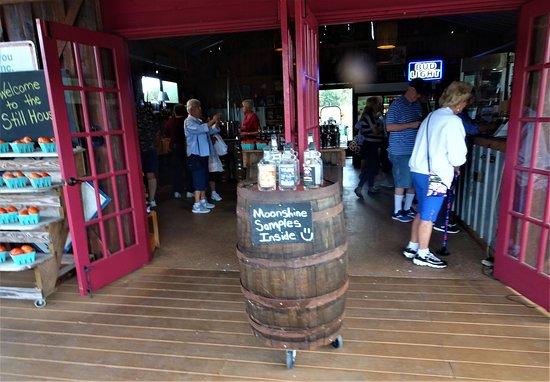 Yalaha, FL: Entrance of Distillery