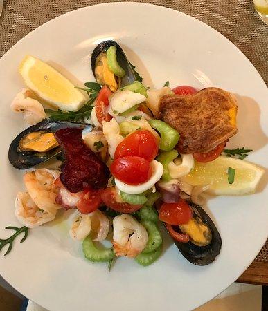 Seafood salad (entree)