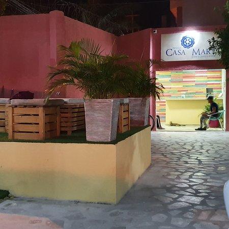 Gaira, Colombia: Hostal très jolie,déco fraîche et actuelle, ce lieu calme aux chambres cases neuves est une découverte très agréable.l accueil est super personnei jeune et discret, piscine impeccable. De ce fait nous y sommes restés 3 semaines. Proche plage ventre ville et restos