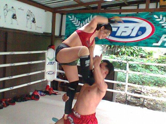 Chacrit Muay Thai School