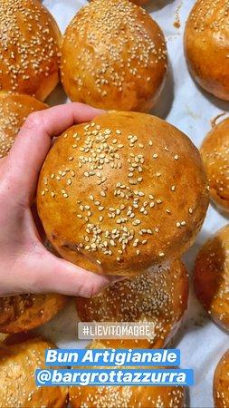 Pane artigianale con lievito madre