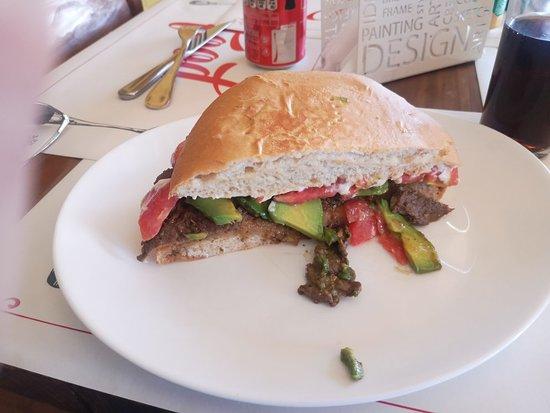 Muy bueno los sandwiches