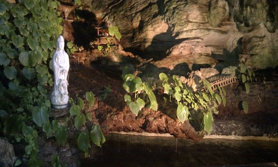 Kek Lok Tong Cave Temple and Zen Gardens