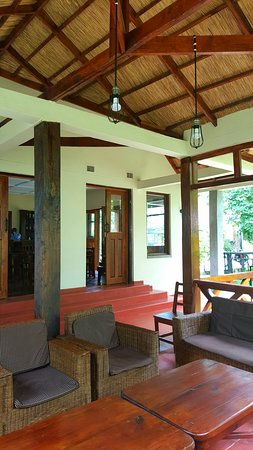 Nkhata Bay, Малави: Kachere Cafe' Bar & Lounge ●  The innovative beautiful design of a grass thatched ceiling under a iron sheet roof keeps you cool and comfortable