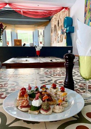 Kiki's Restaurant & Pool Bar