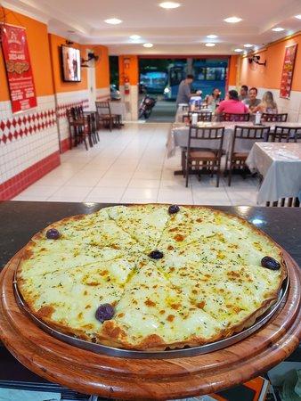 Essa não e mais uma simples pizza normal com massa grossa é Fermento, um pizza onde o foco são ingredientes de qualidade com uma massa única, fina é crocante, sem fermento!