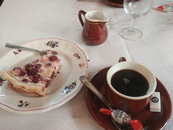 Linthal, France: tarte aux cerises et café