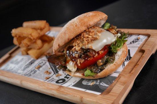 Tienes ganas de hamburguesa? Las mejores variedades en Tropical Fusion. Do you feel like hamburguer? The best varieties in Tropical Fusion.