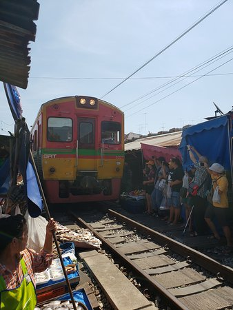 Ride to the train market and Amphawa floating market