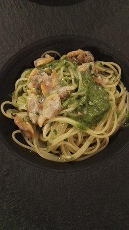 Spaghettini vongole veraci e pesto