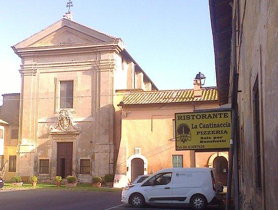 Palidoro: Cantinaccia accanto alla chiesetta del Borgo