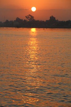 Остров Ан-Бинх, Вьетнам: lever du soleil depuis l'hotel