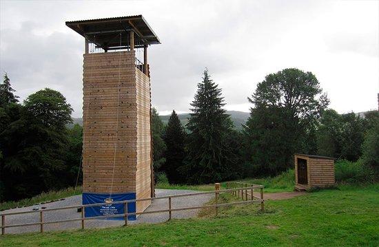 Anglie, UK: Torre multiusos para actividades multiaventura en los campamentos en Inglaterra