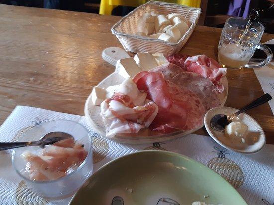 Laglio, Ιταλία: Affettato misto e formaggio