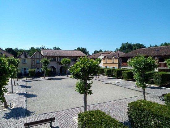 Monflanquin, France: terrain de boules résidence vacances mondésir
