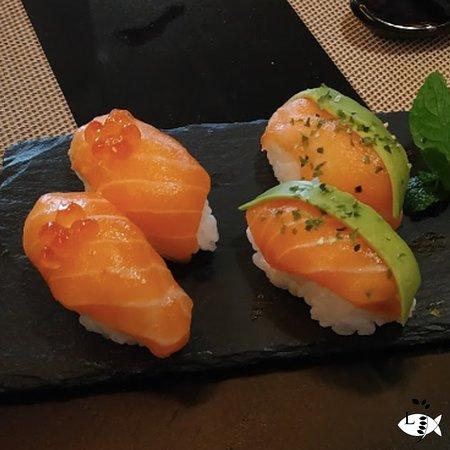 Niguiris de salmón ( con aguacate )