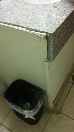 Marston, Missouri: Counter was a mess, old & falling apart.