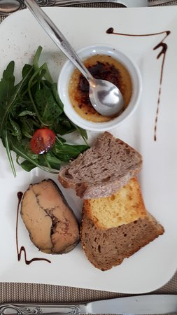 Saint-Ambroix, Франция: Duo de foie gras mi-cuit au cacao et crème brûlée aux épices, brioche tiède et pain toasté