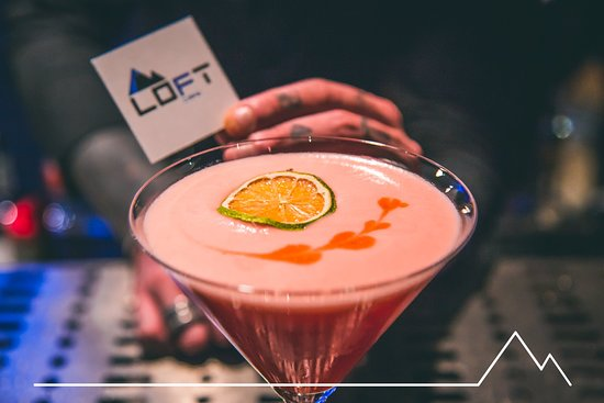 Aprica, İtalya: Loft Cafe: • Cocktail Bar 🍸🍹 • Breakfast ☕️🥐 • Snacks 🍩🍵 • Happy Hour 🍟🍕 • Break Time 🥪🌮 • Birthdays 🎉🎊