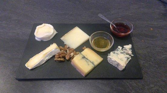 Brousses-et-Villaret, Francia: Assiette de fromages 12€