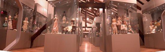 IL Museo delle Bambole di Bologna, bellissima raccolta di giocattoli antichi e rari, da non perdere, all'interno dello storico palazzo Felicini-Fibbia.