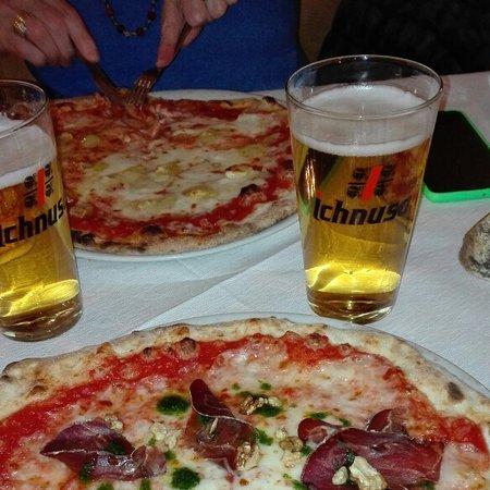 Dossena, İtalya: Le pizze