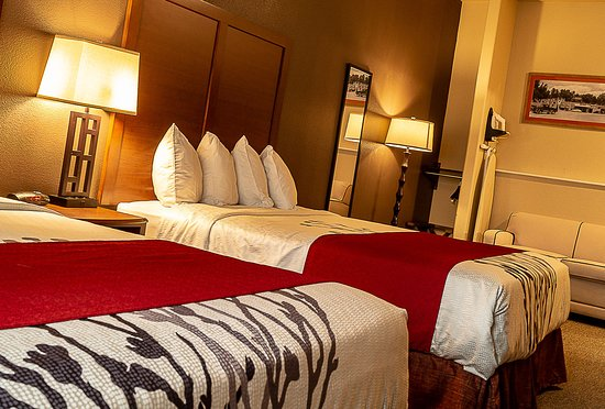 Newcastle, WY: Richly appointed rooms.  Two queen bed or a spacious kings rooms.