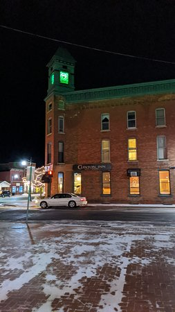 Clinton, MI: Great look to the building on a cold night