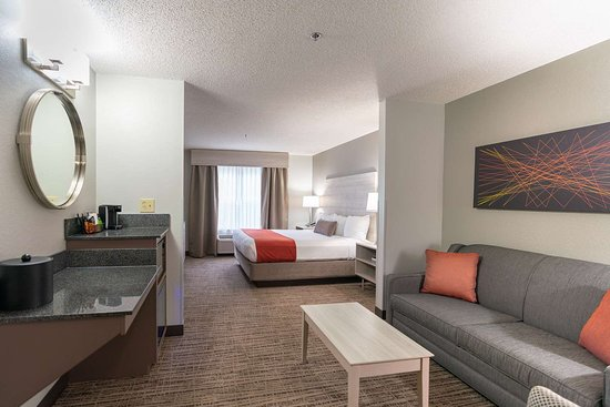 KING,MOBILITY ACCESSIBLE,ROLL IN SHOWER,NSMK,FULL BREAKFAST