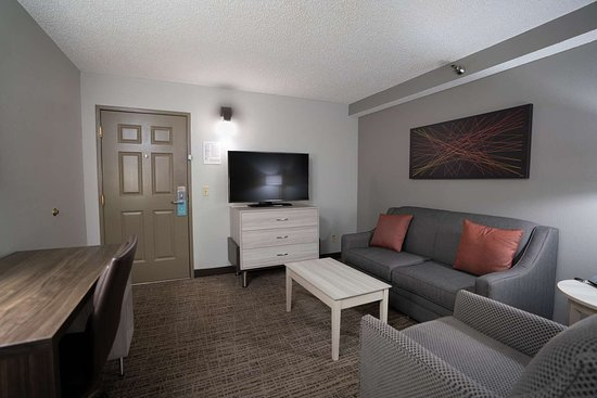 SUITE-1 KING BED,NSMK,SEP BEDRM,PILLOWTOP,MICRFG,SOFABED,FULL BREAKFAST