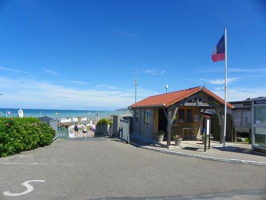 Saint-Aubin-Sur-Mer, France : entrée camping