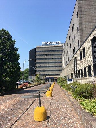 Дорога ко входу в отель