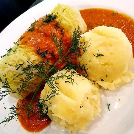 Lunch Time - Gołąbki drobiowe w kapuście włoskiej gotowane na parze z sosem pomidorowym, ziemniaczki