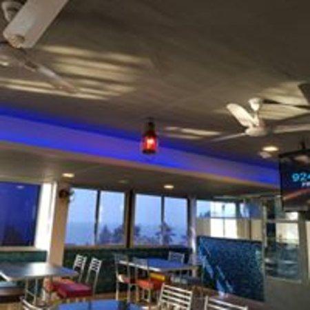 Udvada, India: Rooftop restaurant