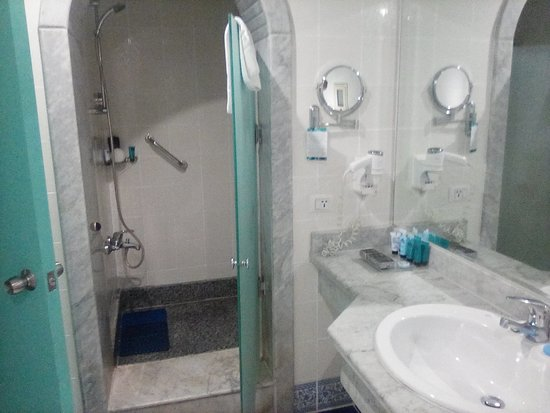 Facilities inside bathroom.
