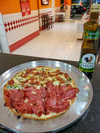 Pizzas lindas, com ingredientes de qualidade, com uma massa fina, leve e crocante!