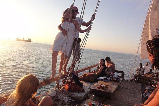 Viaje costero al atardecer en Mascate