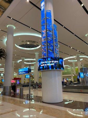 Emirates: Dubai havalimanı..