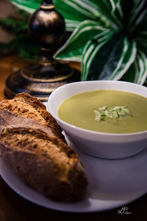 Broccoli cream soup! Very healthy, for a perfect lunch full of fibre.