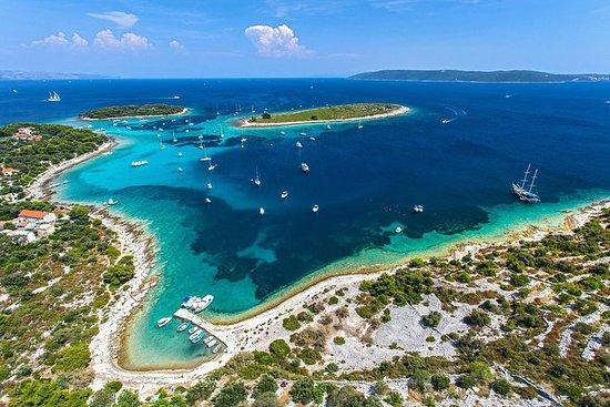 Splitからのブルーラグーンスノーケリングプライベートボートツアー