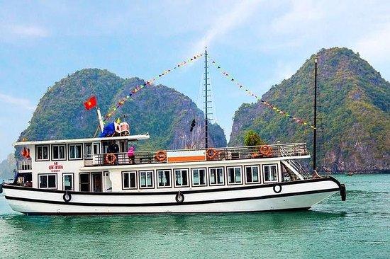 Passeio de barco na Baía de Halong a...