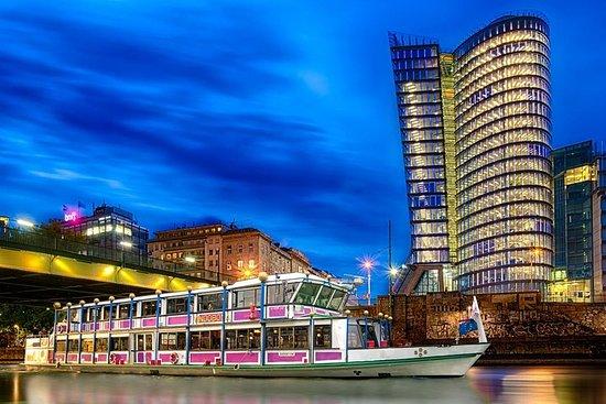 ウィーンでディナーとウィーンの歌を楽しむドナウ川クルーズ